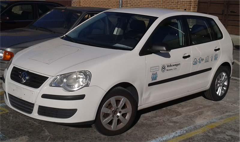 Volkswagen Navarra dona al CIP Virgen del Camino un vehículo y diverso material.